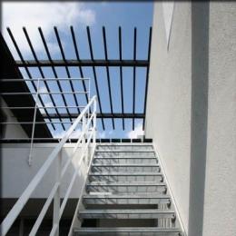 大徳寺の家 (2階テラスに上がる階段-2)