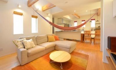 ハンモックのあるリビング|U様邸「ハンモックと薪ストーブのある暮らし」