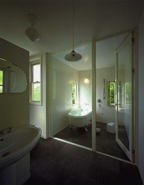 住宅作品2の部屋 ガラス張りの浴室