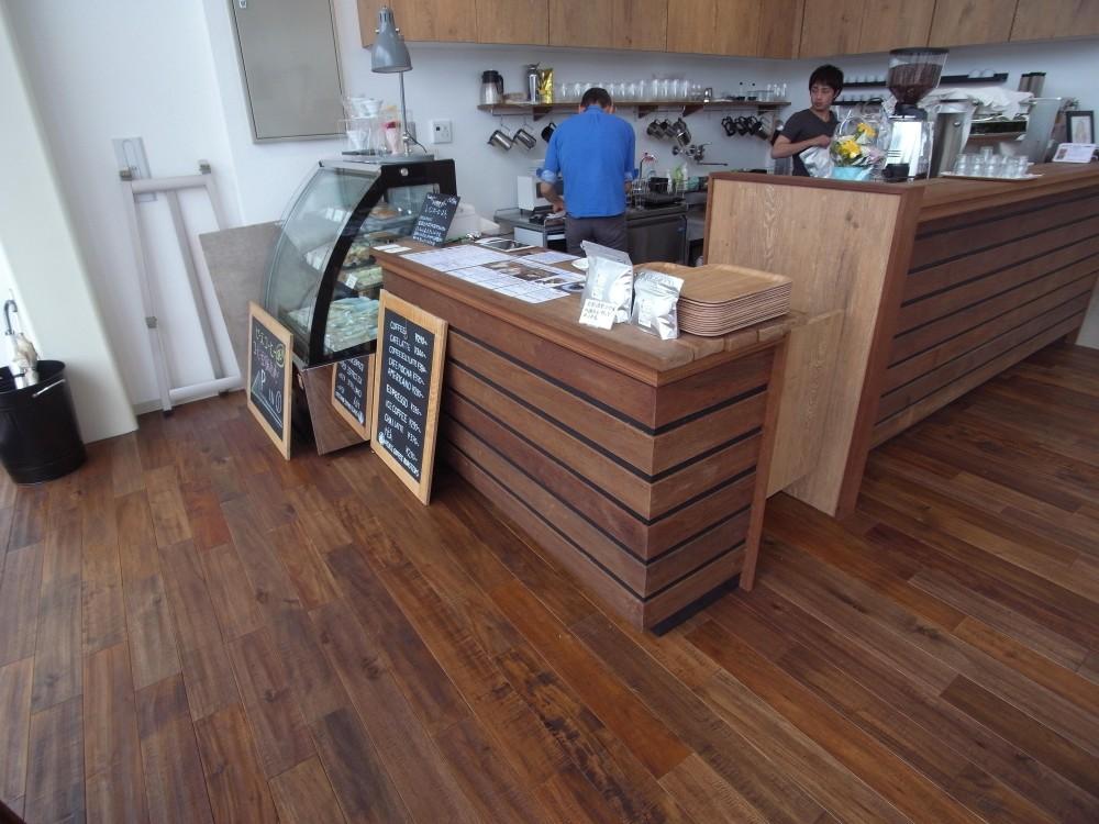 メーカー:無垢フローリングドットコム(床材)「店舗・オフィスに使用されている無垢フローリング、積層フローリングの施工事例」
