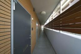 H3-Housing (マンション廊下)