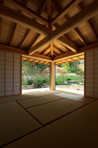 知多の家の部屋 庭を眺める和室