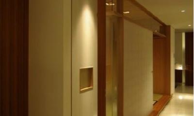 橦木の家 (リビング内の和室-入口)