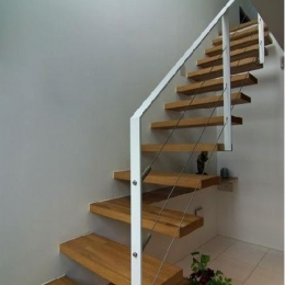 橦木の家 (リビングの室内階段)