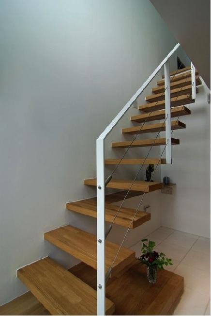 橦木の家の写真 リビングの室内階段