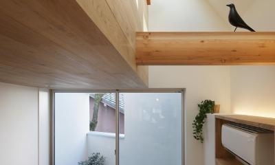 スキップフロアがつくる快適空間 (白金の家) (リビング及び上部吹抜)