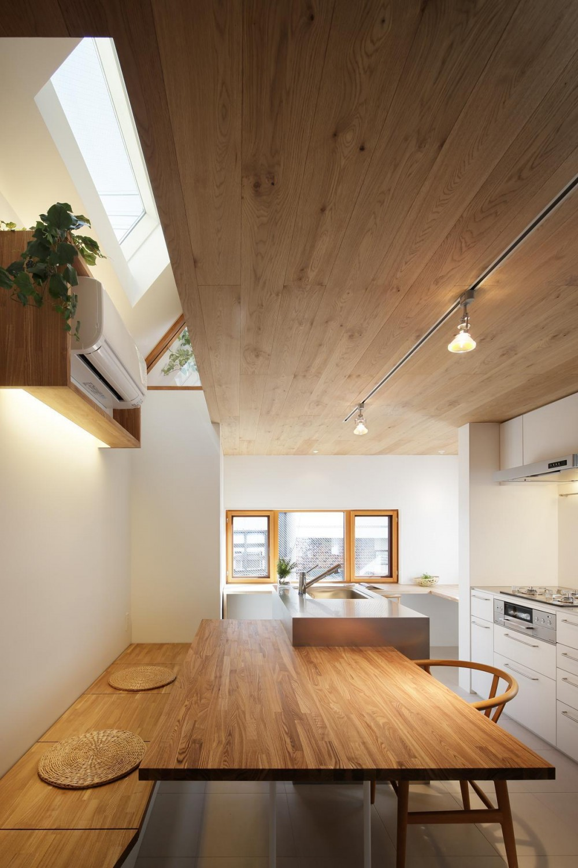 スキップフロアがつくる快適空間 (白金の家) (ダイニング・キッチン)
