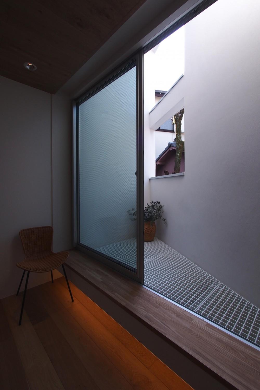 スキップフロアがつくる快適空間 (白金の家) (南側バルコニー)