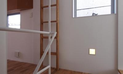 スキップフロアがつくる快適空間 (白金の家) (キャットウォークへの梯子)