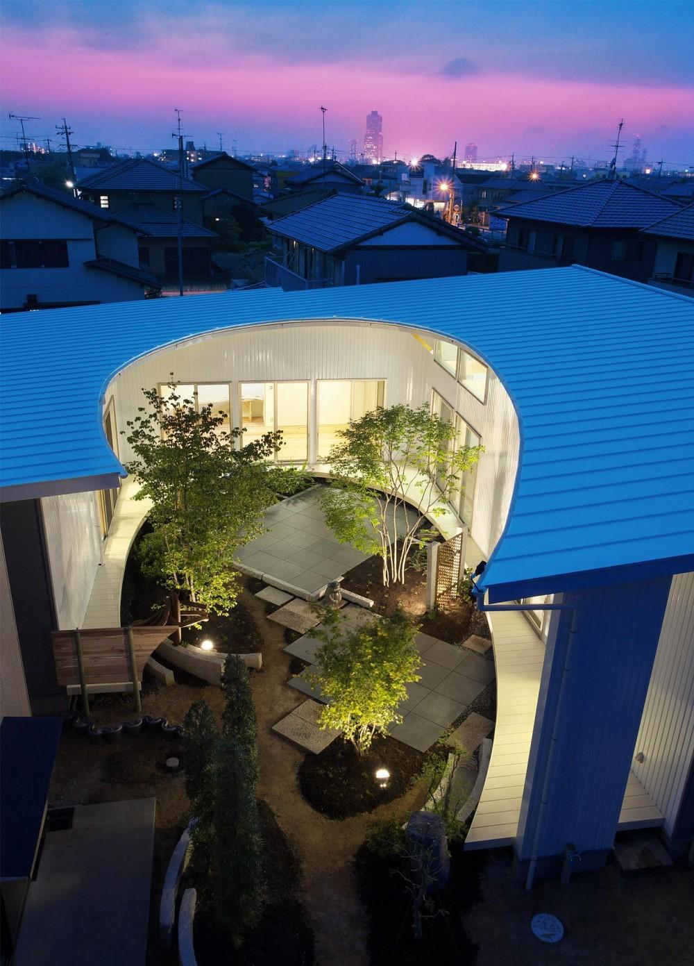 広野 有一「馬蹄屋根の家」