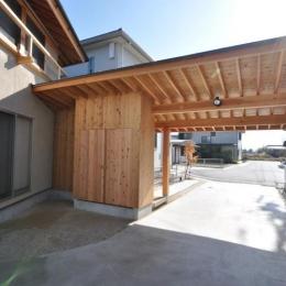 豊田の家 (駐車場)