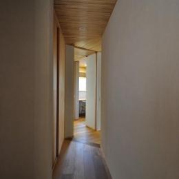 廊下より家事室を見る (豊田の家)