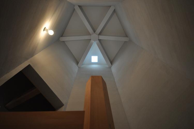 豊田の家の写真 階段室を見上げる