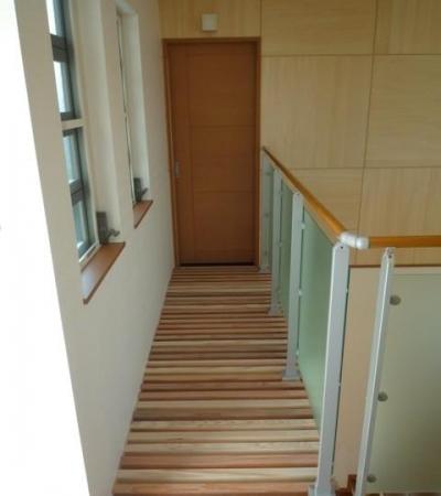 囲みの家 (2階回廊)
