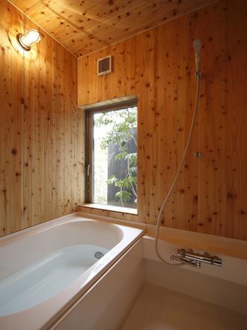 仁川台の住まいの写真 木の温もり感じる浴室