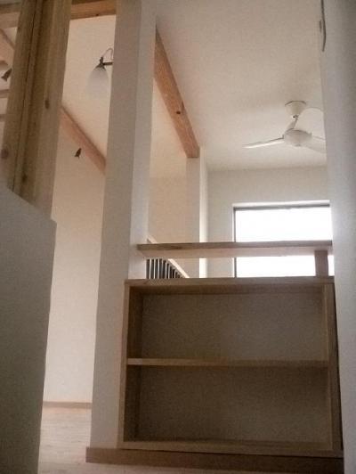 本棚 (オープンキッチンと本の家)