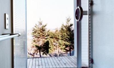 藤沢の家 (開放感あふれる浴室(撮影:Mitsuo Matsuoka))
