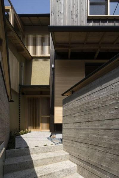 玄関アプローチ(撮影 : 母倉知樹) (花園の家)