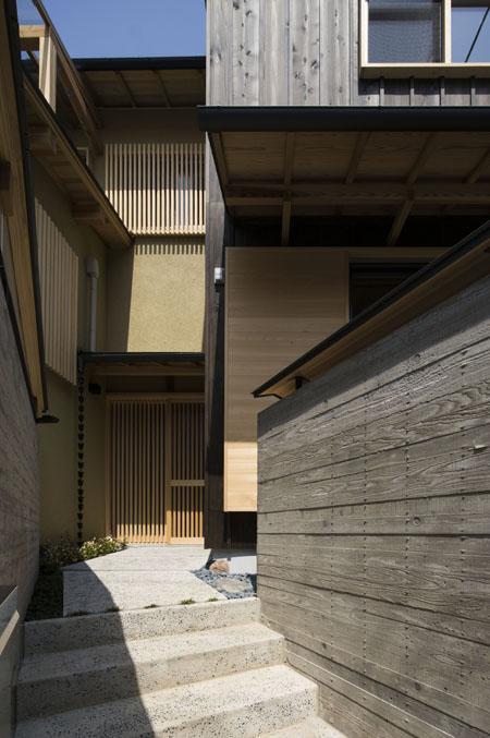 花園の家の部屋 玄関アプローチ(撮影 : 母倉知樹)