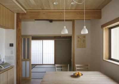 花園の家 (ダイニングより和室を見る(撮影 : 母倉知樹))
