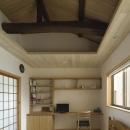 花園の家/スケルトン・リノベーションで耐震・断熱改修も行った和風の住まいの写真 ワークスペースのあるベッドルーム(撮影 : 母倉知樹)
