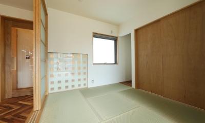 Y's residence (リビング内和室)