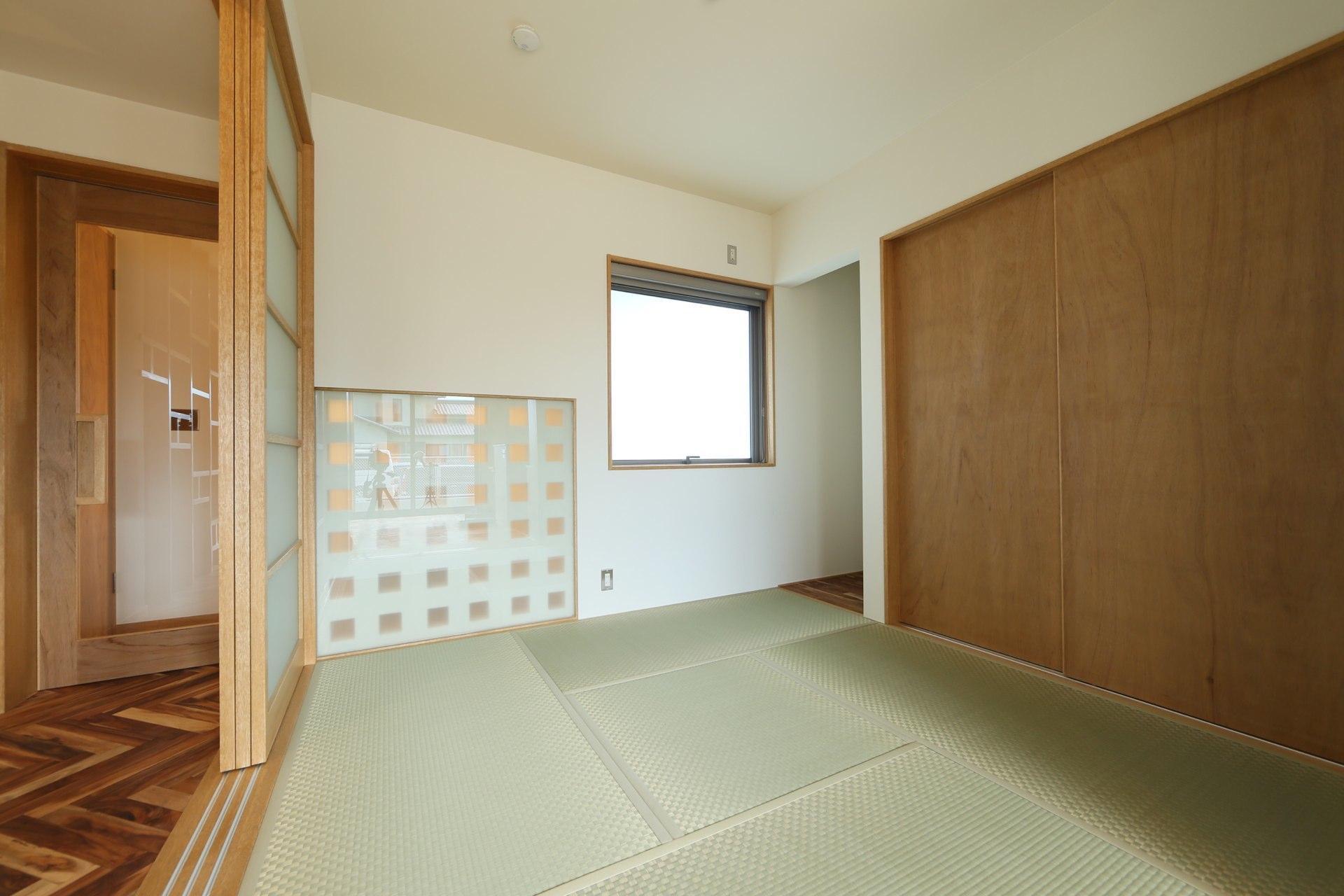 Y's residenceの写真 リビング内和室
