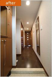 H様邸「マンションまるごとリフォーム」の写真 玄関からリビング入口への廊下