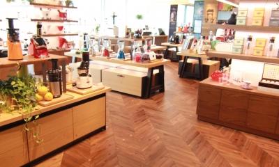 アカシア フレンチヘリンボーン ワイルド 無垢フローリング|店舗・オフィスに使用されている無垢フローリング、積層フローリングの施工事例