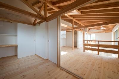 浜北のガレージハウス (2階の室内と廊下)
