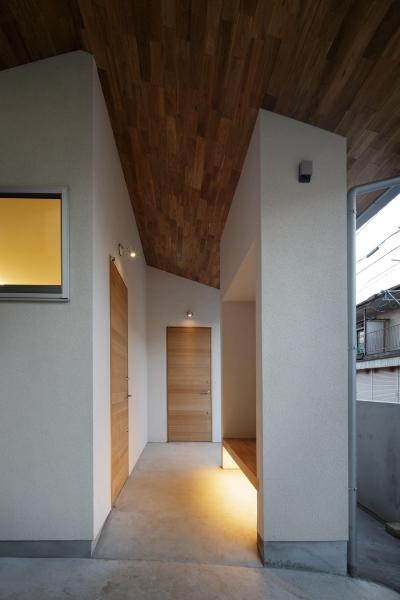 玄関ポーチ (戸手本町の家 ー リノベーション)