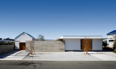 外観(撮影:中村絵)|中庭のある家~光と風の通るガレージハウス~