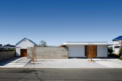 外観(撮影:中村絵) (中庭のある家~光と風の通るガレージハウス~)