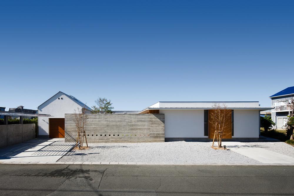 中庭のある家~光と風の通るガレージハウス~の部屋 外観(撮影:中村絵)