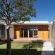 中庭を通る玄関アプローチ(撮影:中村絵) (中庭のある家~光と風の通るガレージハウス~)