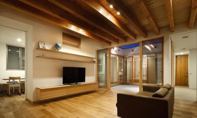 中庭のある家~光と風の通るガレージハウス~ (リビングと2つ目の中庭(撮影:中村絵))