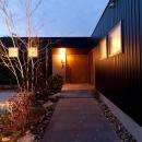 南浅田の家~大きな中庭のある家~の写真 玄関アプローチ