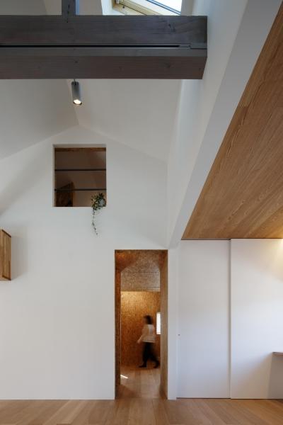 戸手本町の家 ー リノベーション (リビング・ダイニングより子供室の方を見る。)
