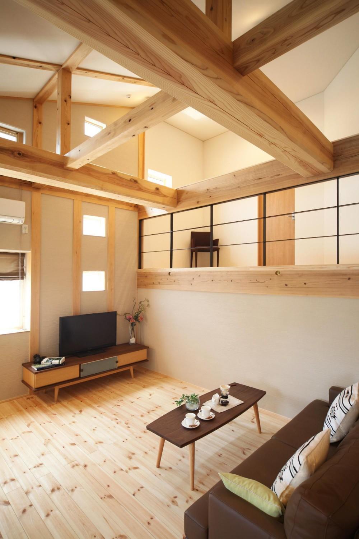 金沢兼六の家 6LDK7人家族4層の家 (丸太梁のリビング)