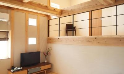 丸太梁のリビング|金沢兼六の家 6LDK7人家族4層の家
