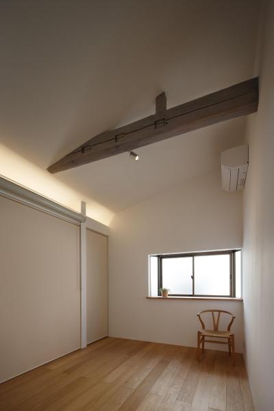 主寝室 (戸手本町の家 ー リノベーション)