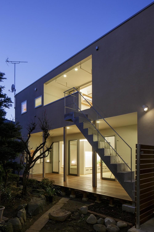 戸手本町の家 ー リノベーション (南側増築部分外観夕景)