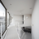 窪江健の住宅事例「三角プランの家~斜め線で室内と室外に分かれる家~」