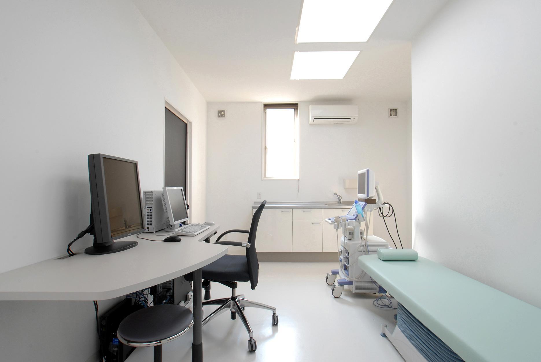 県立大学前クリニック~低く構えた シンプルなクリニック~の写真 クリニック診察室