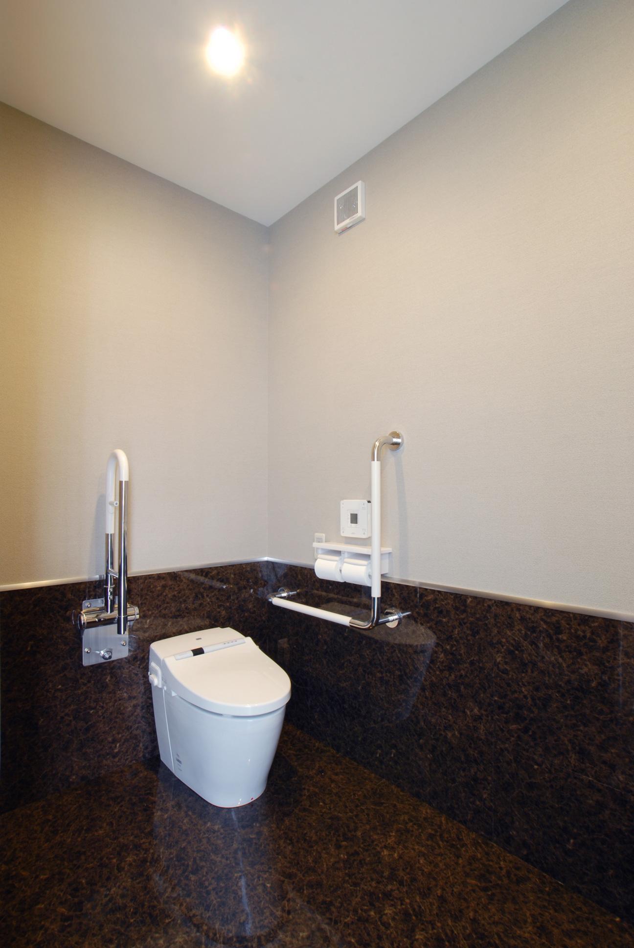県立大学前クリニック~低く構えた シンプルなクリニック~の写真 トイレ2