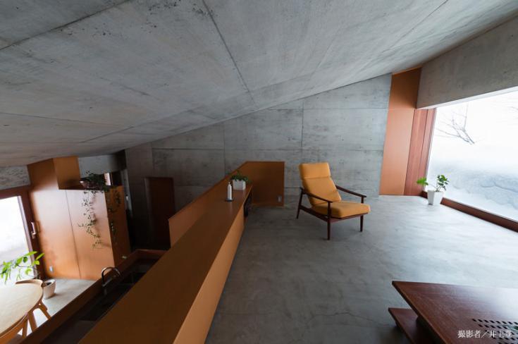 雁木のある家 (空間的につながるリビングダイニング(撮影:井上登))