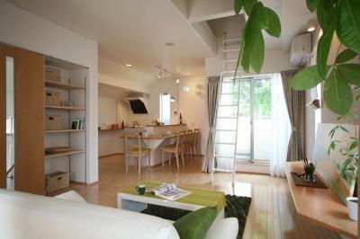 2階からの緑が美しい家 (リビングダイニング)