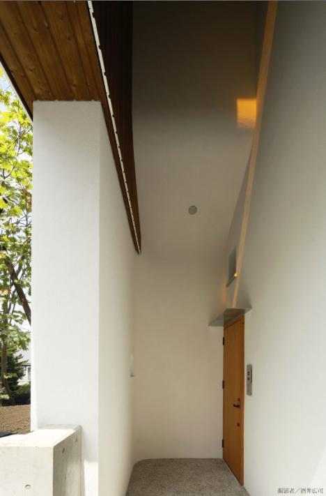 界川の家の写真 玄関-外(撮影:酒井広司)