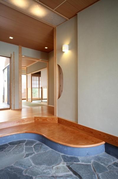 玄関 (金沢兼六の家 6LDK7人家族4層の家)