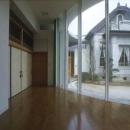 中庭に面した開放的な空間(撮影:satoshi asakawa)